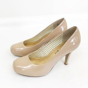 Steve Madden • Nude Patent Leather Pumps